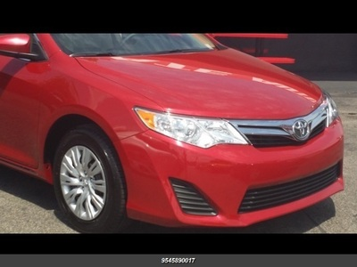 2014 Toyota Camry XLE in Deerfield Beach